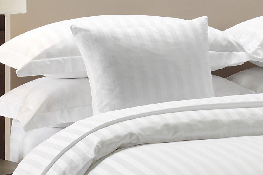 Постільна білизна з Страйп Сатину білого кольору давно стала золотим  стандартом дорогих готелів bbb9a21c7e4ae