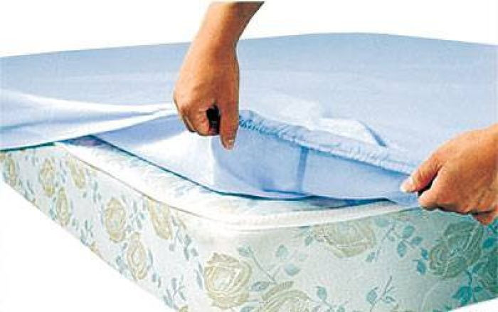 Как натягивается простынь на резинке на матрас